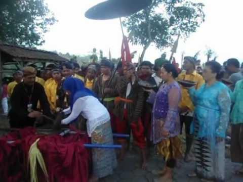 Perayaan Nyadranan dan Grebeg Gule Tuk Songo
