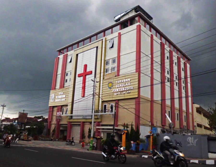 gambar foto sekolah SMP pantekosta magelang
